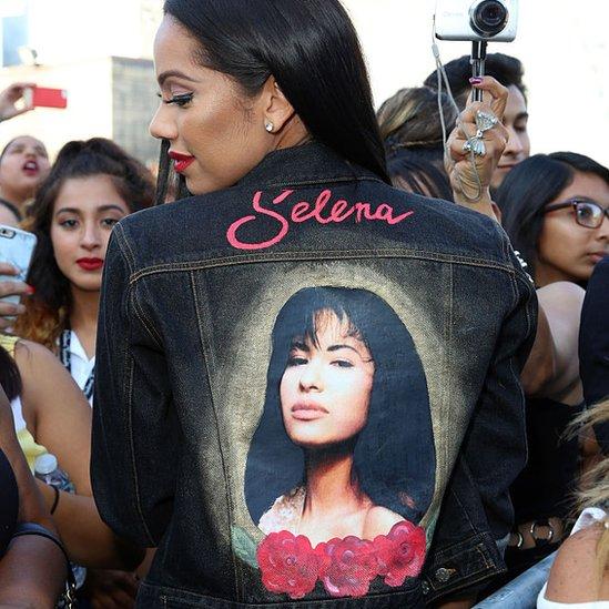 Una chaqueta con la imagen de Selena