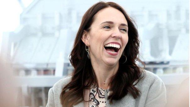Jacinda Ardern returns girl's 'dragon research bribe' - BBC News