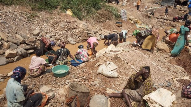 Congo miners work on an artisan gold mine near Kamituga in the east of the Democratic Republic of Congo on 22 May 2019.