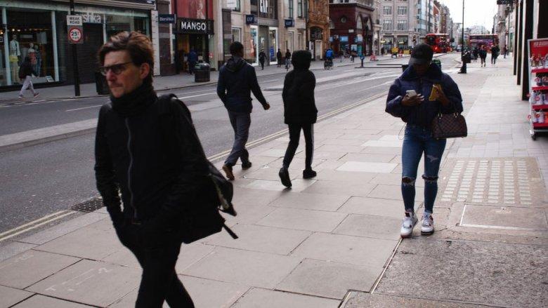 Gente caminando en Oxford Street, en el centro de Londres.