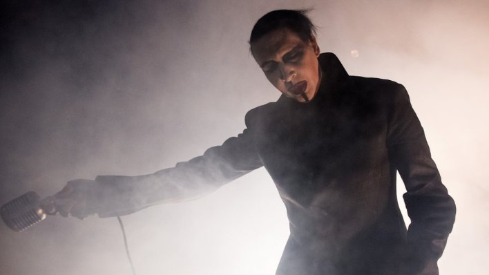 98091761 gettyimages 462826362 - Marilyn Manson crushed by stage scenery in New York