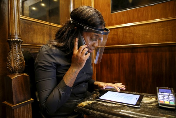 A receptionist takes an appointment reservation over the phone