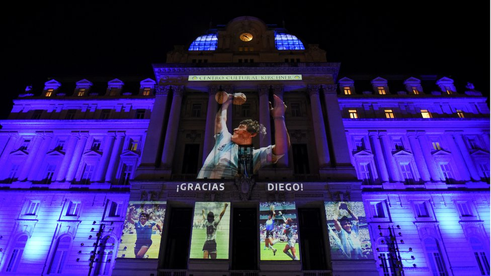 Image shows a tribute being beamed onto a building in Buenos Aires