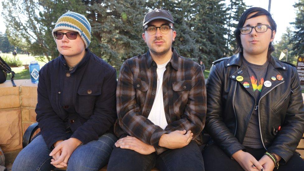 Los estudiantes LGBT de la Universidad de Wyoming Jess Fahlsing, Carlos Gonzales y Rihanna Kelver.
