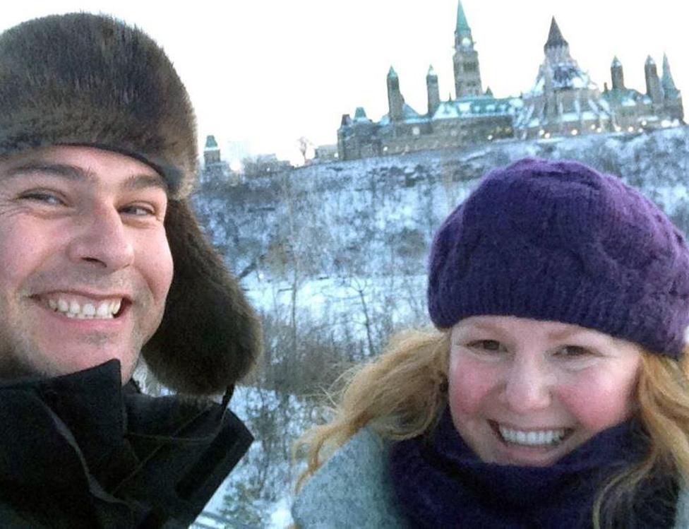 Jesse y Lucie en la Colina del Parlamento en Ottawa.
