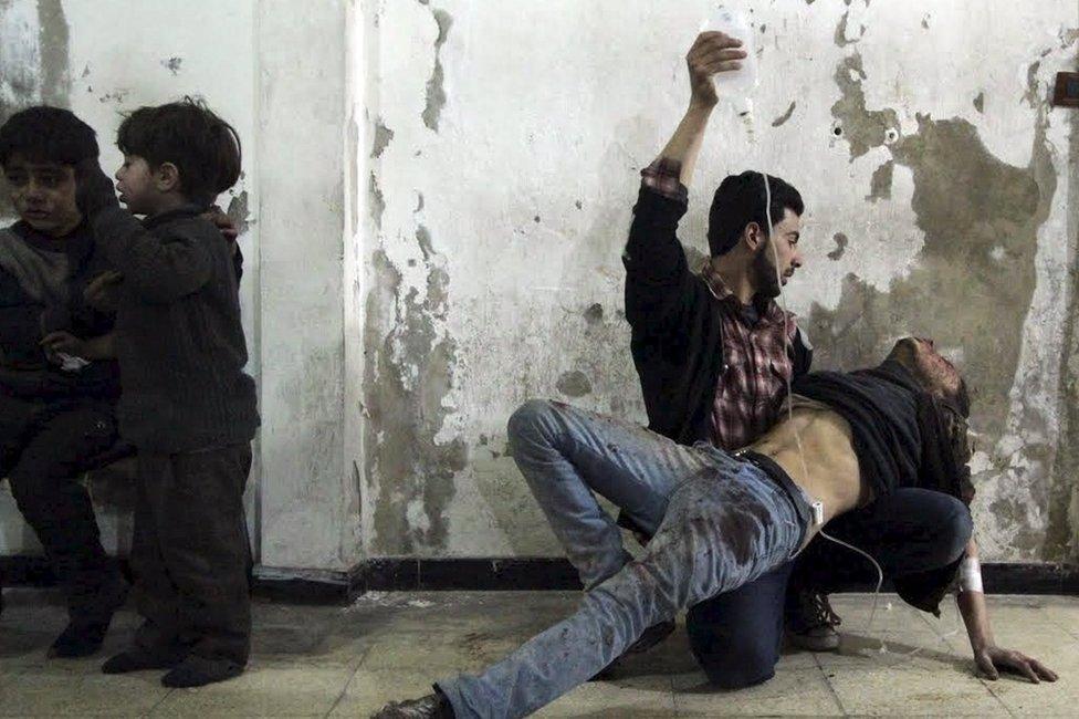 No hay cifras confiables sobre el número de personas que han muerto o sido heridas en el conflicto. Algunos cálculos colocan la cifra de muertos en más de 470.000.