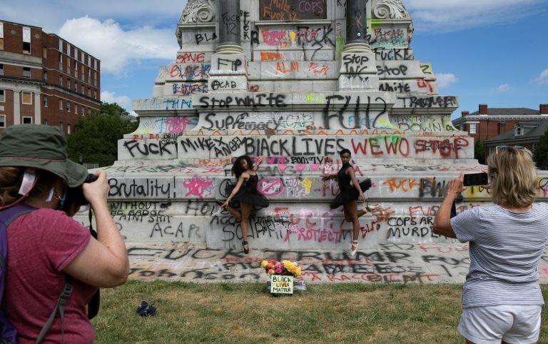 Un monumento a Robert E. Lee vandalizado en Virginia