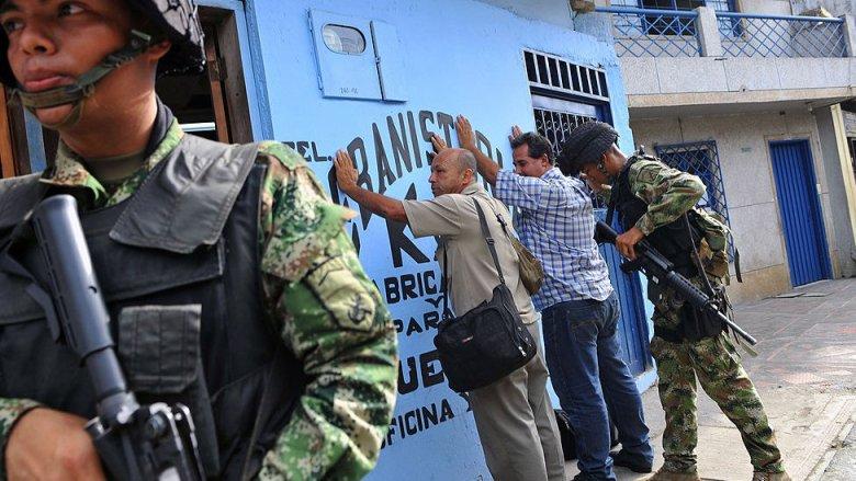 Soldados colombianos en labores de seguridad.