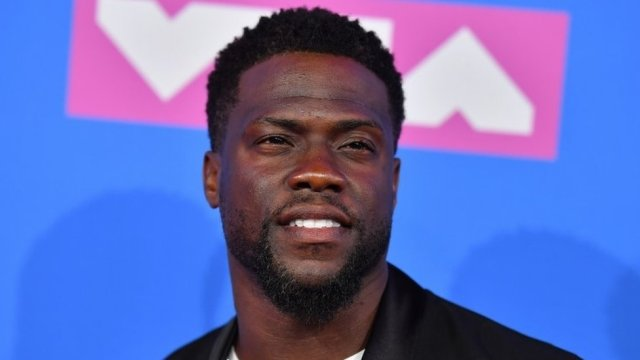 Kevin Hart quits as Oscars host amid tweets row