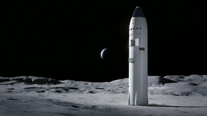 117374663 starship moon astronauts - Starship de SpaceX: el prototipo de nave espacial de Elon Musk logró aterrizar y después explotó