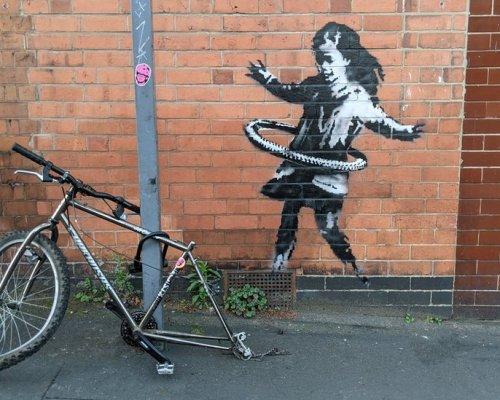 Banksy claims Nottingham hula-hooping girl artwork - BBC News