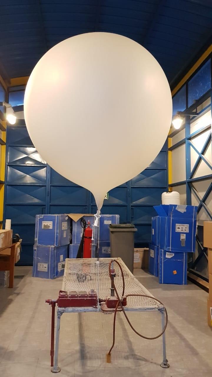 """118137004 globo chile - Cómo funcionan los """"globos sonda"""" que se elevan a diario y ayudan a los pronósticos meteorológicos"""