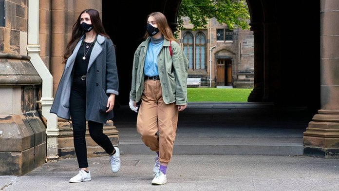 Two students at Glasgow Uni