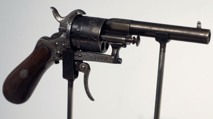 The gun that Verlaine used to try to kill her lover was auctioned off in 2016