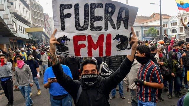 """Protestas en América Latina: """"La perpetuación en el poder es lo que más  daño le hace a la región"""", Moisés Naím - BBC News Mundo"""