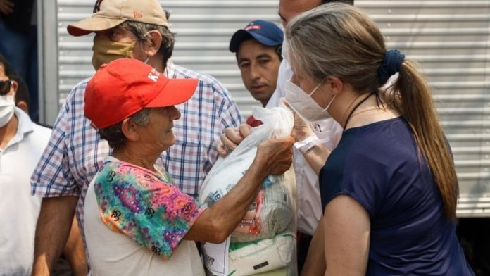 Relatives of former Paraguayan vice president Oscar Denis deliver food in Concepcion, Paraguay, 13 September 2020.