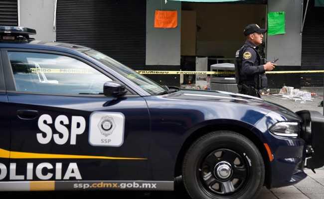 मेक्सिको सिटी मेट्रो ओवरपास, ट्रेन कारें नीचे सड़क पर आती हैं