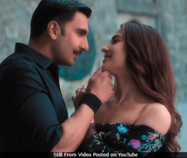 Simmba Song Tere Bin Ranveer Singh And Sara Ali Khans Romance Is On Point