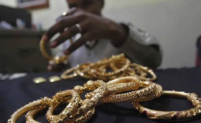 Gold Price Today : गिर गए सोने के दाम, चांदी में भी गिरावट, जानें 10 ग्राम गोल्ड का रेट