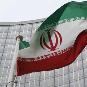 ईरान के अधिकारी का कहना है कि अमेरिका तेल, नौवहन प्रतिबंध हटाने पर सहमत हो गया है