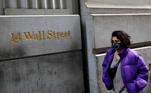 US Economy Contracts 32.9% In June Quarter, Wall Street Crashes