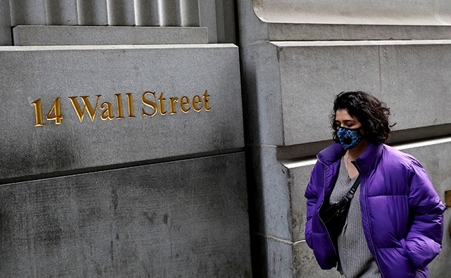 Dow Hits 35,000 Points As US Stocks End At Records