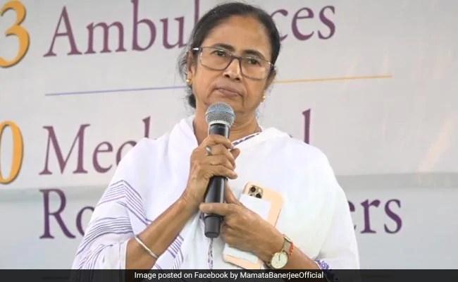 """पीएम मोदी की दिए जलाने की अपील पर पश्चिम बंगाल की सीएम ममता बनर्जी ने कहा, """"मैं क्यों प्रधानमंत्री मोदी के मामलों में नाक घुसाऊं"""""""