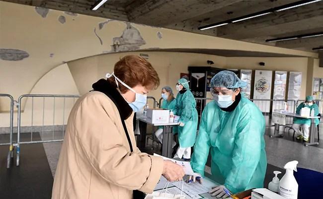 Coronavirus: केरल की एक कंपनी ने सर्बिया को भेजे 35 लाख सर्जिकल दस्ताने