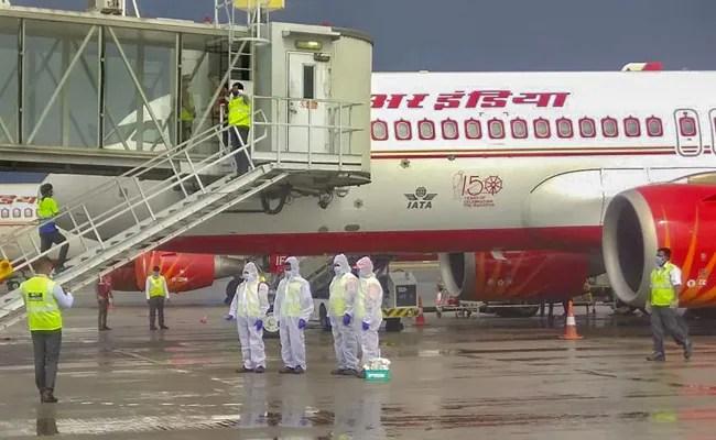 फंसे भारतीयों के लिए मध्य सीट्स को उड़ानों में खाली रहना चाहिए: शीर्ष न्यायालय