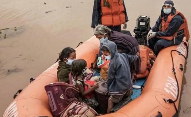 असम बाढ़-प्रभावित टैली कूदता है 30,000 से अधिक बड़ी COVID-19 स्पाइक