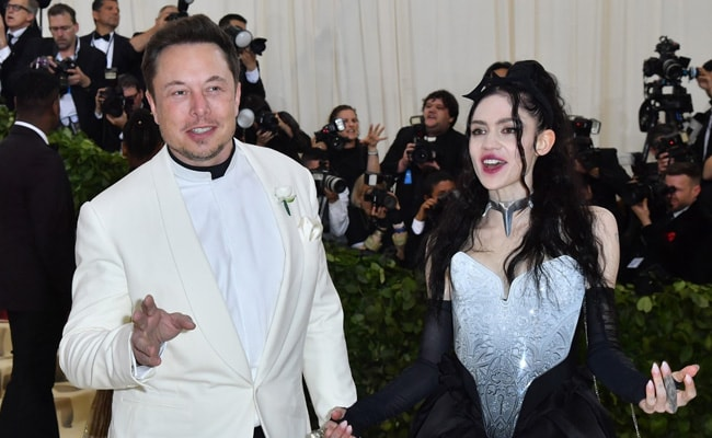 """Grimes Hits Back At TikTok User Who Said Elon Musk Is """"Destroying The Planet"""""""