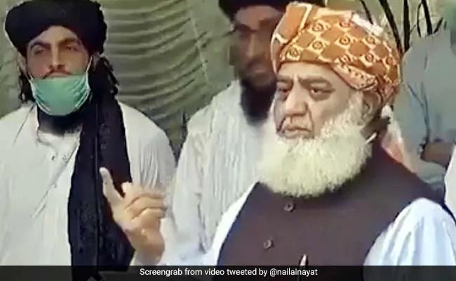पाकिस्तानी नेता का अजीबोगरीब बयान- 'हम सोते हैं, तो वायरस भी सोता है.', लोग बोले- 'कहां से आते हैं ये...' - देखें Video
