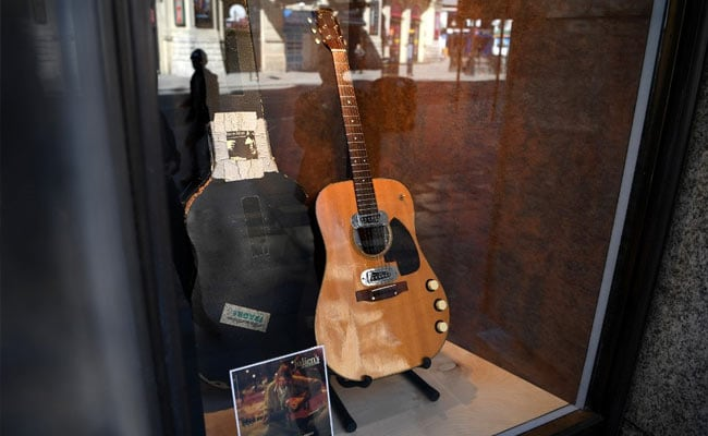 """Kurt Cobain's """"Unplugged"""" Guitar Sells For Record  Million At Auction"""