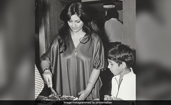 """Hrithik's Mom Pinky Roshan Reveals The One Thing He """"Was Always Curious About"""" On His Birthdays"""