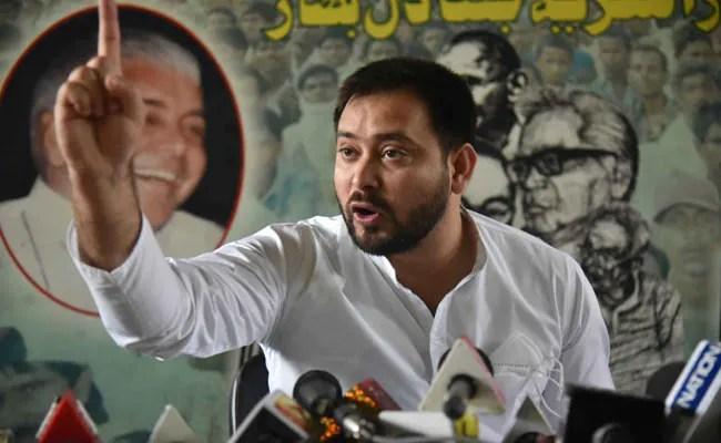 """""""बिहार ने अपनी पुलिस को अपमानित होने दिया"""": तेजस्वी यादव ने नीतीश कुमार को आड़े हाथों लिया"""