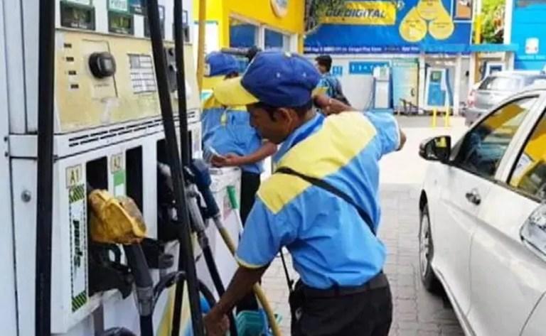 पेट्रोल की कीमत दिल्ली में प्रति लीटर 80.43 रुपये, डीजल की कीमत 73.56 रुपये प्रति लीटर है