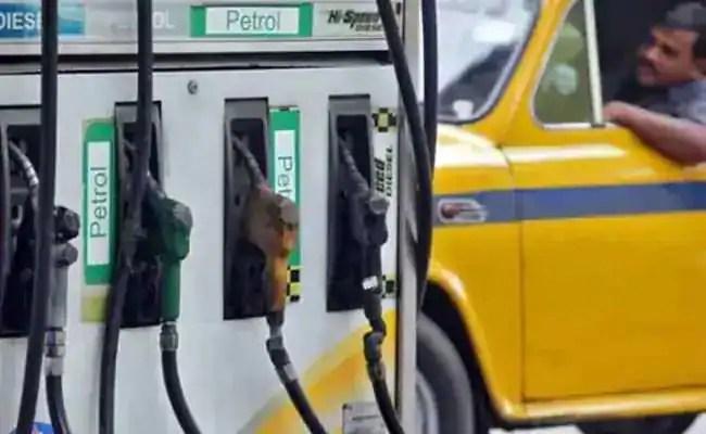 रविवार को दिल्ली में पेट्रोल की कीमतों में 14 पैसे की बढ़ोतरी;  डीजल अवशेष अपरिवर्तित –
