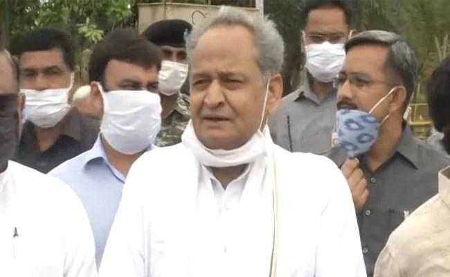 """""""खलनायक"""": राजस्थान संकट के बाद अशोक गहलोत पर भाजपा नेता """"गोलमाल"""""""