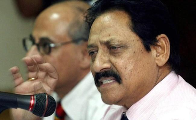 चेतन चौहान, पूर्व क्रिकेटर और यूपी मंत्री, COVID -19 से निधन