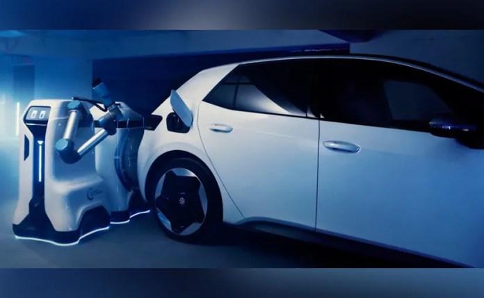 lsng8rh8 volkswagen selfdriving robot वोक्सवैगन ईवीएस के लिए स्व ड्राइविंग चार्जिंग रोबोट के लिए प्रोटोटाइप दिखाता है