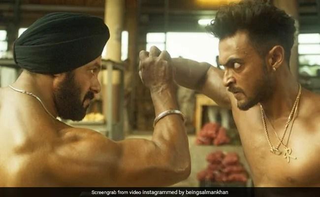 अंतिम पोस्टर 1 रिलीज   सलमान खान और आयुष शर्मा के नए अवतार को फैंस खूब पसंद कर रहे हैं