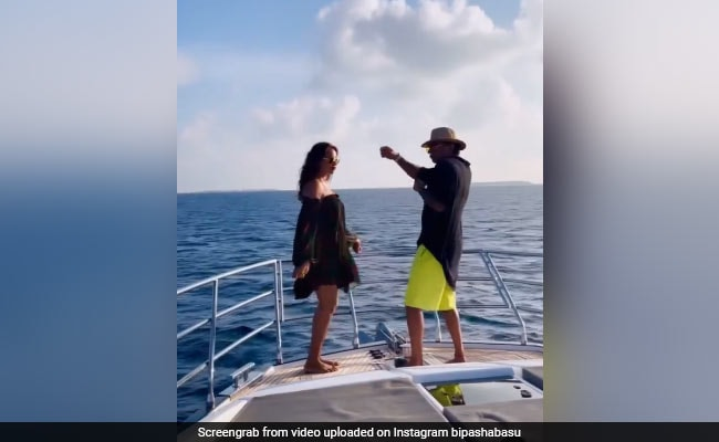 Bipasha Basu did a bang dance with husband and friend standing on a boat in the middle sea, watch video