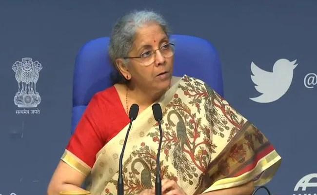 कोरोना वैक्सीन पर टैक्स: ममता बनर्जी के सवाल के जवाब वित्त मंत्री निर्मला सीतारमण ने किए 16 ट्वीट
