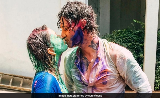 Holi 2021: There Was 'Nothing Pretty Or Delicate' About Sunny Leone's Celebrations. Here's Proof
