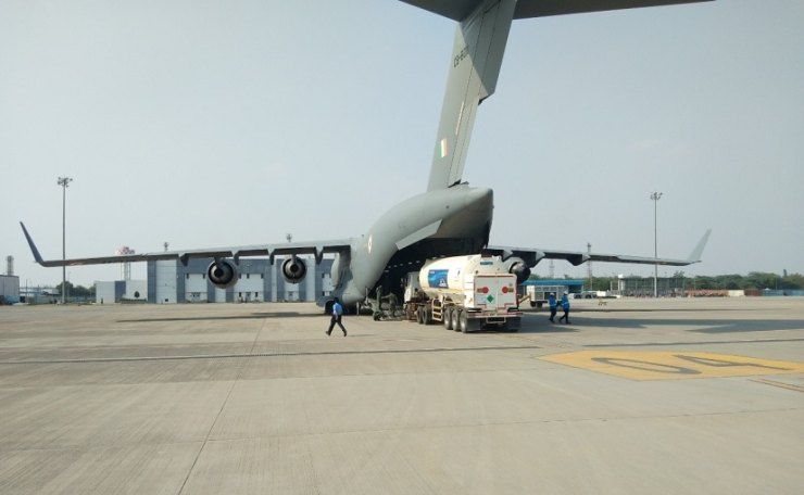 Similar airlift tasks were carried out to speed up the distribution of medical oxygen