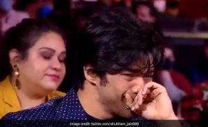 Sutr Sikdar's Wife, Irrfan Khan's Wife, to Babel Crying at Filmfare Awards