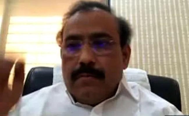 केंद्र को टीके के लिए वैश्विक निविदा मंगानी चाहिए: महाराष्ट्र मंत्री