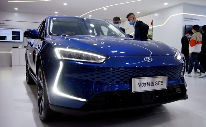 Huawei aims to develop driverless passenger car technology by 2025
