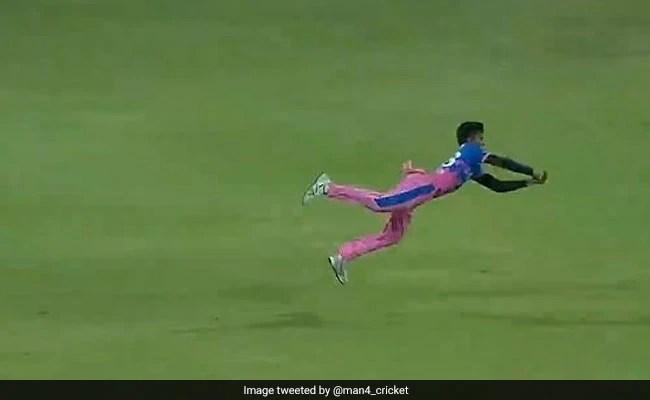 IPL 2021: चेतन सकारिया ने 'सुपरमैन' की तरह हवा में उड़कर लिया जोरदार कैच, बल्लेबाज भी रह गया हैरान.देखें Video