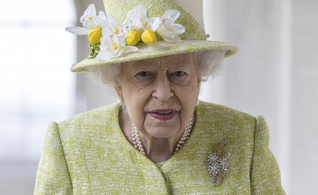 Queen Elizabeth Makes Russia Quip In First Outing In Five Months
